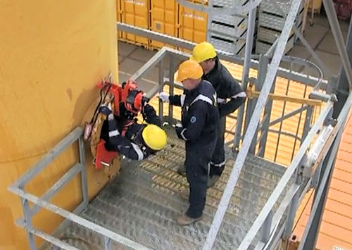 Hanging ladder entering confined space 05